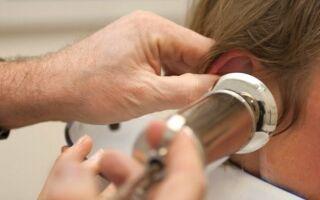 Как и чем можно промывать уши