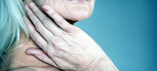 Почему опухает язычок в горле?