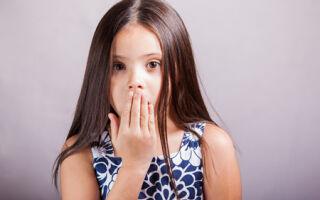 Почему появляются белые комочки в горле и как с этим бороться