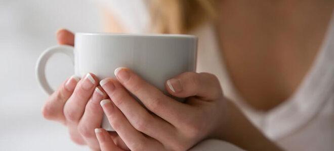 Поможет ли молоко с медом от боли в горле