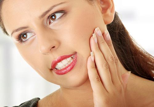 Зуб отдает в ухо