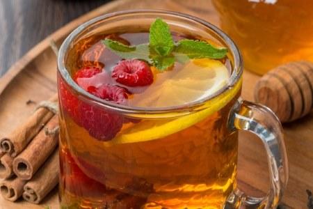 Чай с медом и малиной