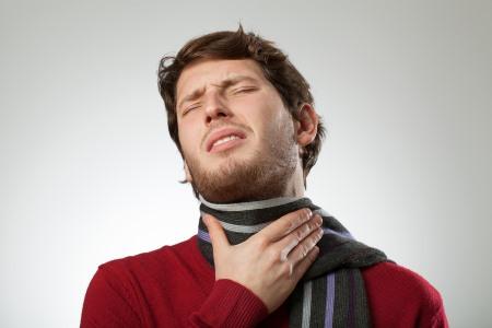 Почему больно глотать