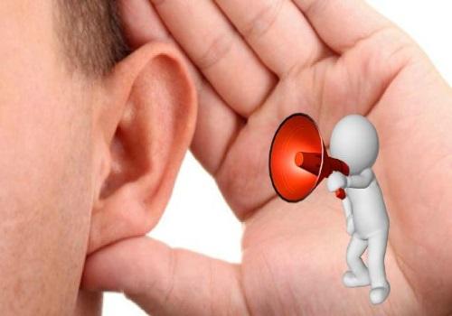 Почему шумит в ушах
