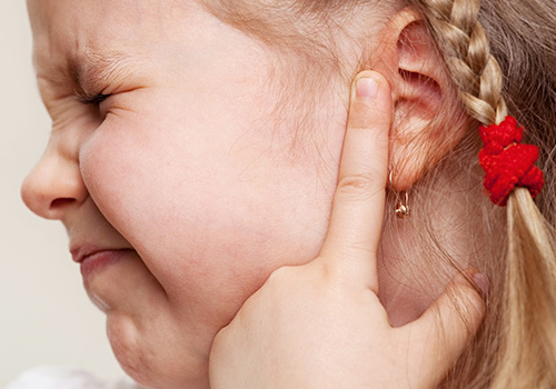 Шишка на ухе