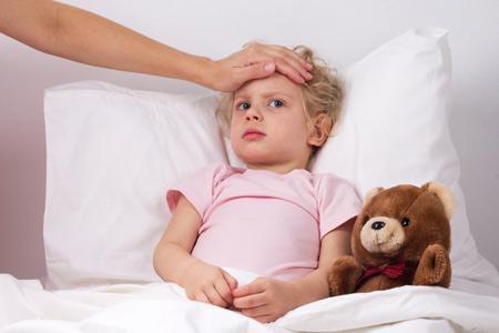 У ребенка болит горло и температура 2 года